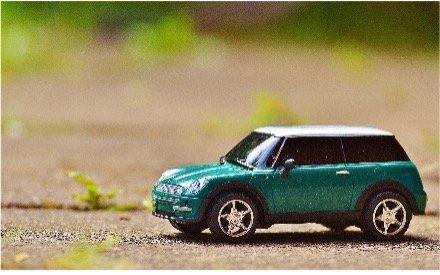 MINI Cooper miniature pour illustrer les différentes solutions de financement (renting, leasing, achat comptant) existant pour l'achat d'une voiture de société